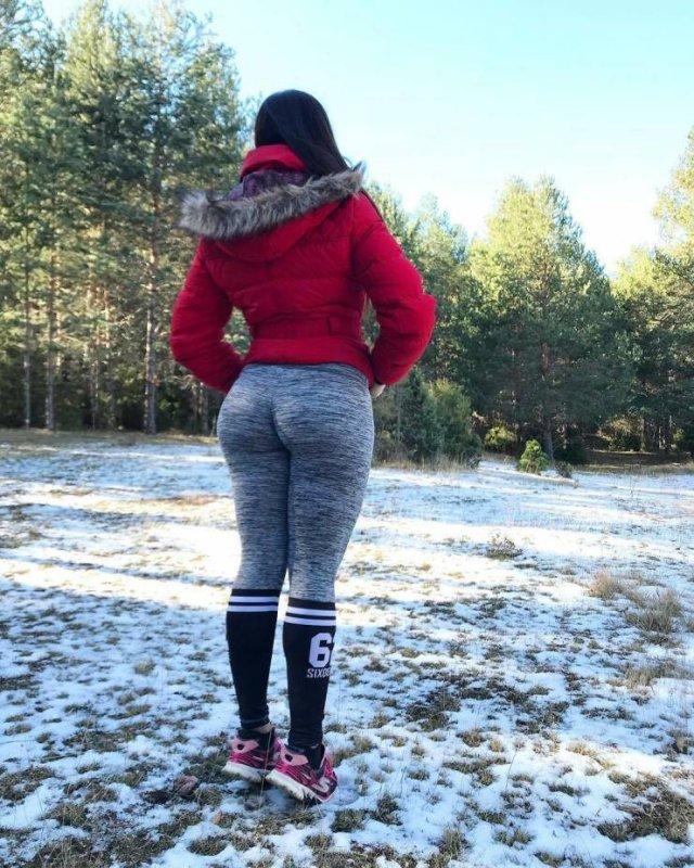 Girls In Yoga Pants (46 pics)