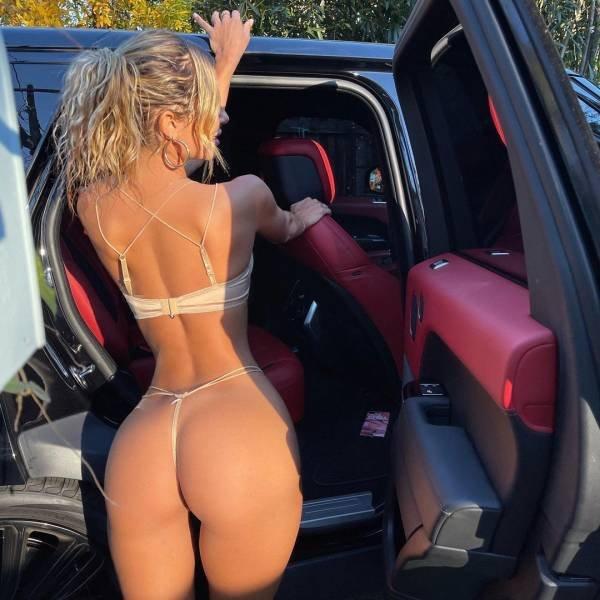 Rear View (55 pics)