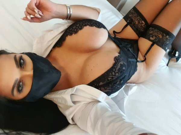 Girls In Lace And Fishnet (41 pics)