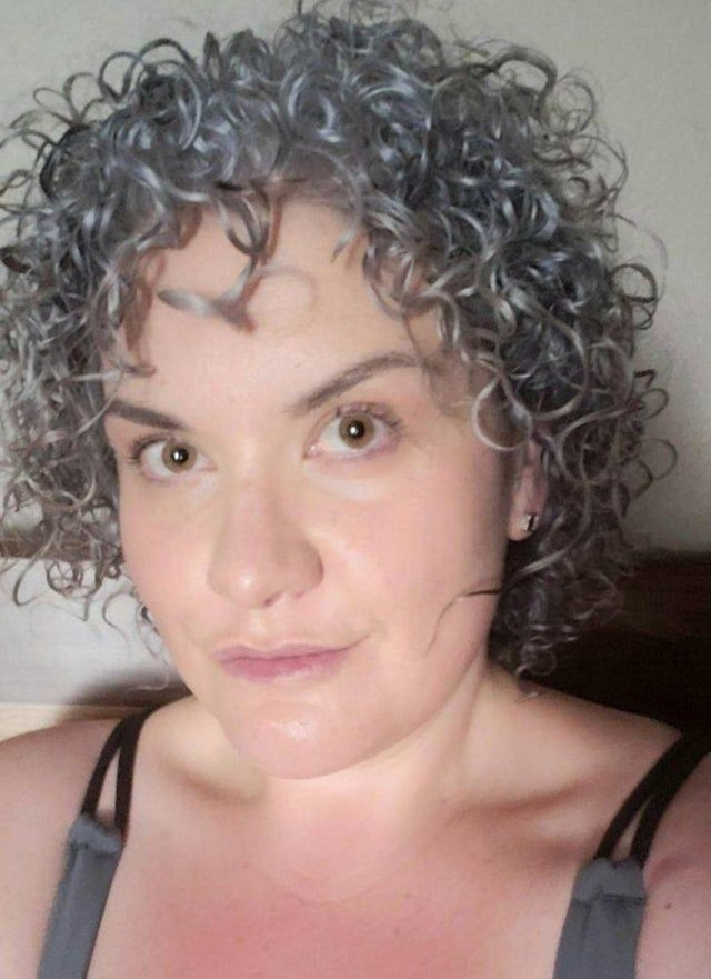 Women Who Accepted Their Gray Hair (20 pics)