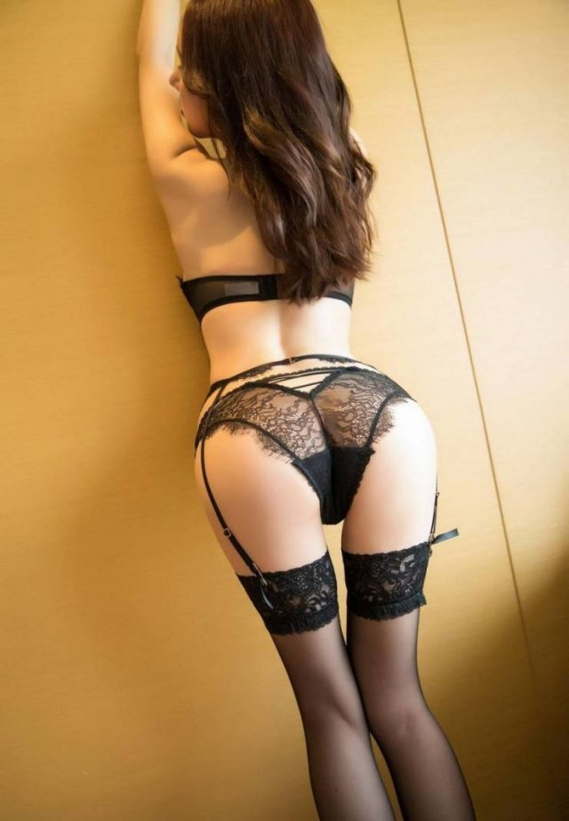 Girls In Lace And Fishnet (43 pics)