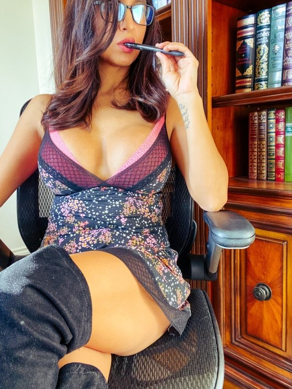 Girls In Stockings (30 pics)