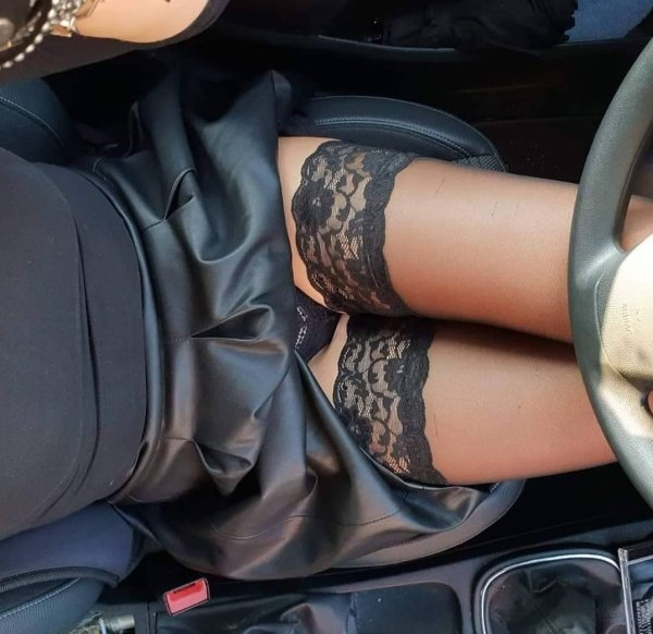 Hot Car Selfies (33 pics)