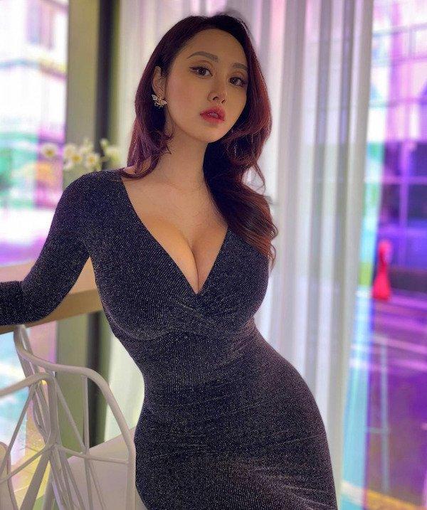 Girls In Dresses (58 pics)