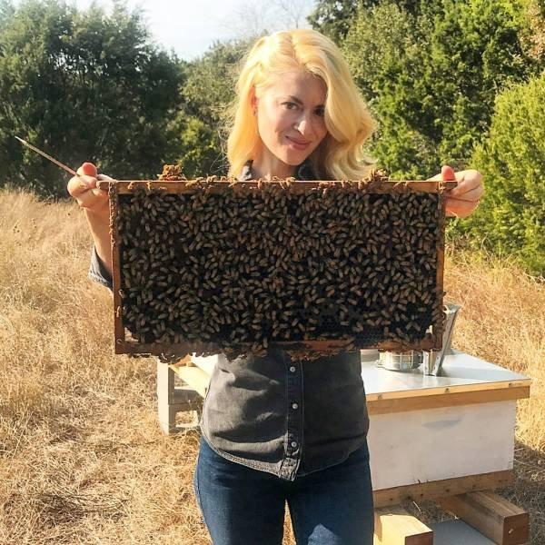 Texas Bee Queen (22 pics)