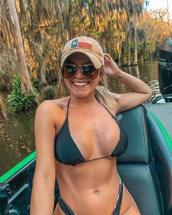 Girls In Sunglasses (52 pics)
