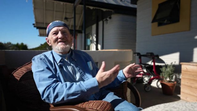 World's First 3D-Printed House For 70-Year Old Homeless Man (26 pics)
