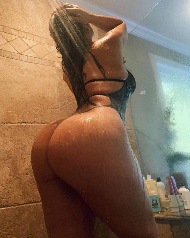Wet Girls (49 pics)
