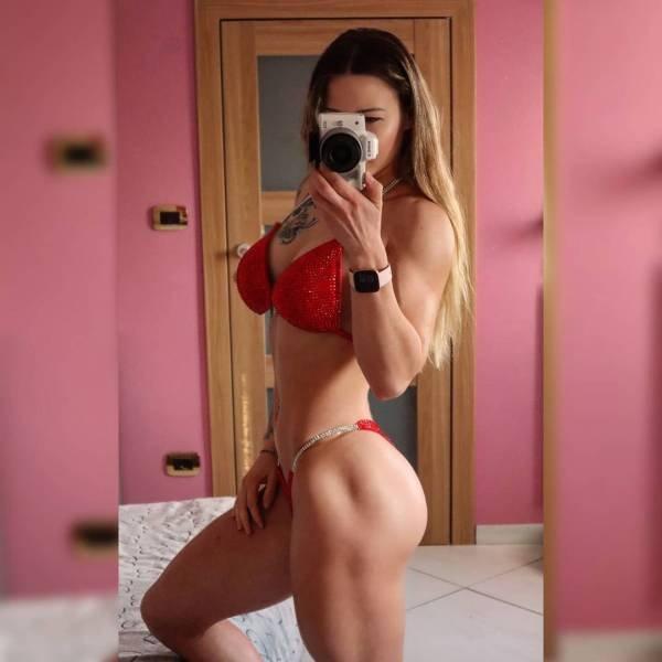 Selfie Girls (48 pics)