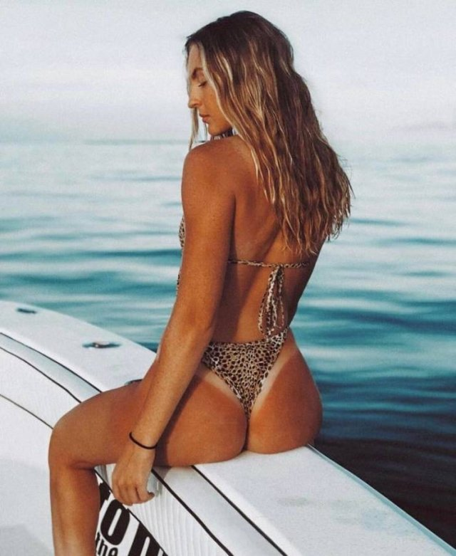 Girls With Tan Lines (47 pics)