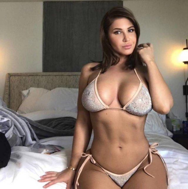 Hot Girls (43 pics)