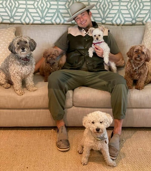 Celebrities With Their Dogs (30 pics)