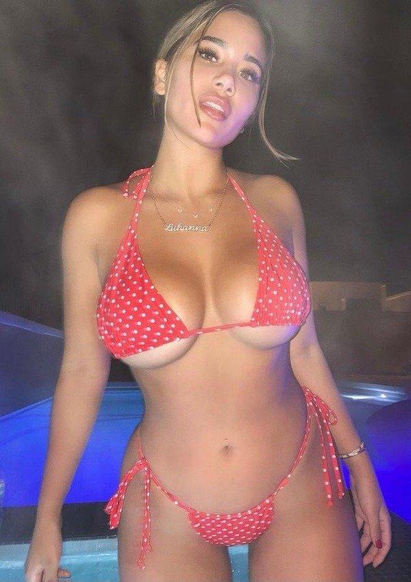 Bikini Girls (59 pics)