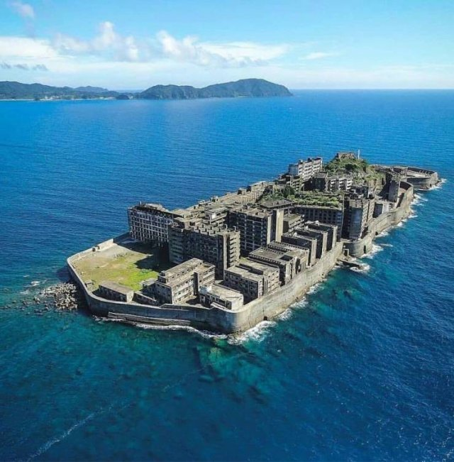 Abandoned Island In Japan (10 pics)