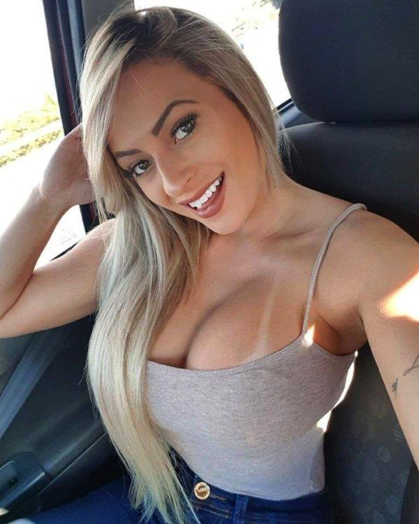 Hot Car Selfies (36 pics)