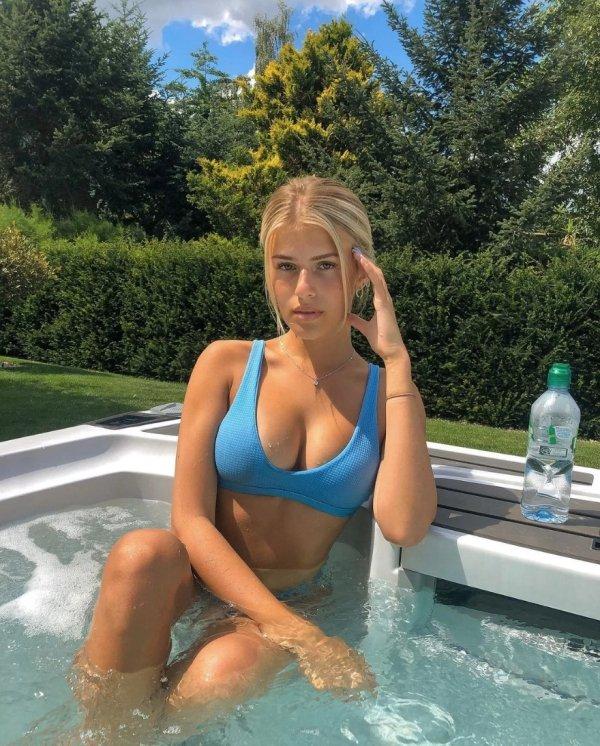 Wet Girls (35 pics)