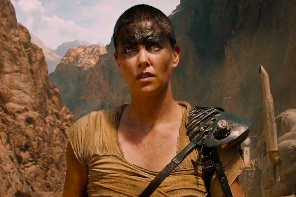 Hot Female Movie Characters (24 pics)