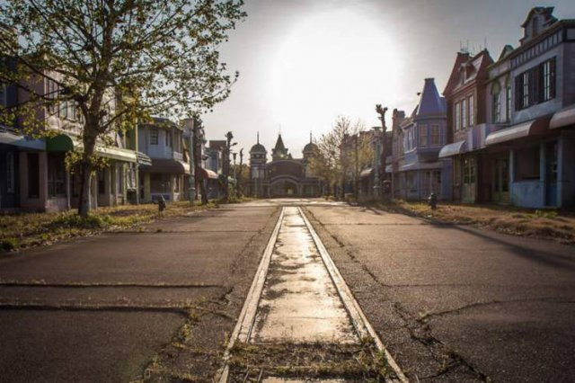 Japan Abandoned Amusement Park (29 pics)