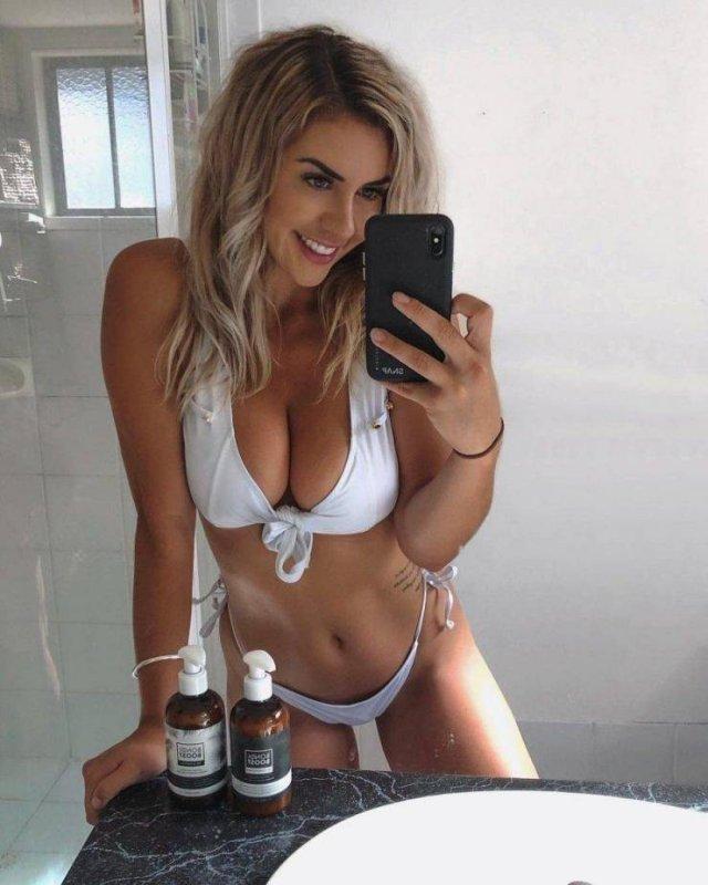 Bikini Girls (44 pics)