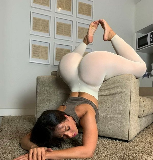 Bend At The Waist (34 pics)