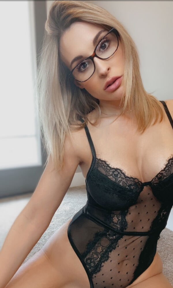 Girls In Glasses (36 pics)