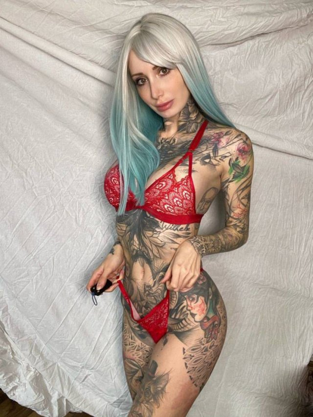 Girls With Tattoos (50 pics)
