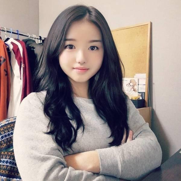 Cute Blogger Girl Has A Secret (12 pics)