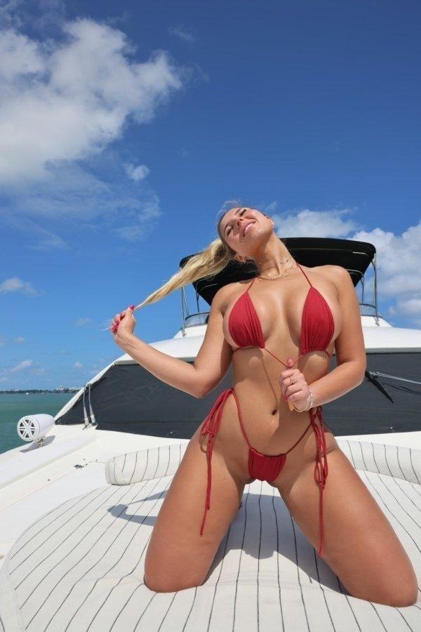 Hot Girls (46 pics)
