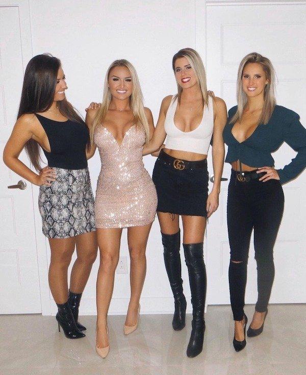 Girls In Tight Dresses (45 pics)
