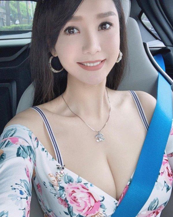 Hot Car Selfies (35 pics)