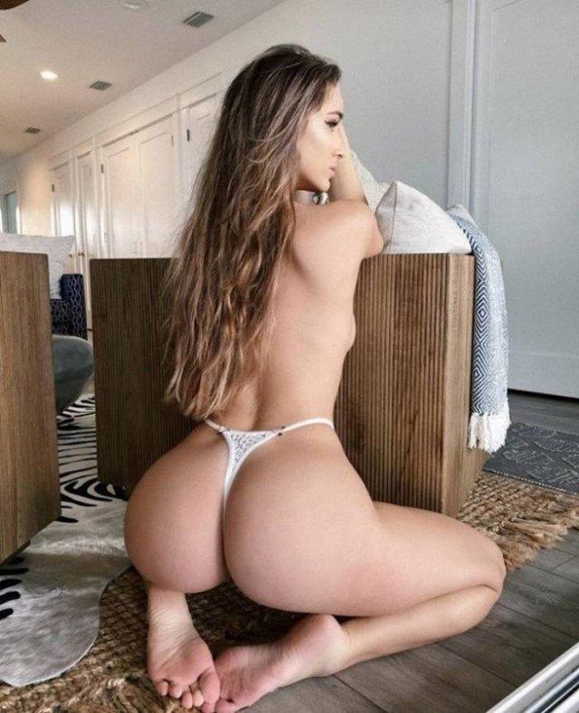 Hot Girls (55 pics)
