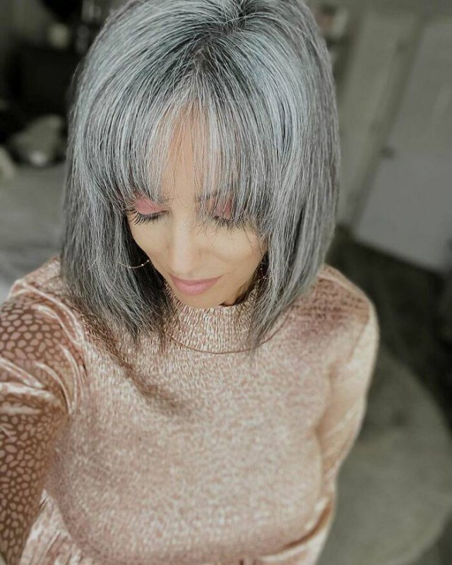 This Woman Decided To Stop Dyeing Her Hair (32 pics)