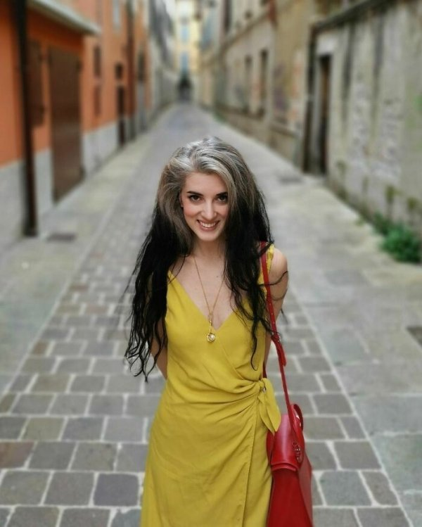 Women Who Decided To Be With Grey Hair (32 pics)