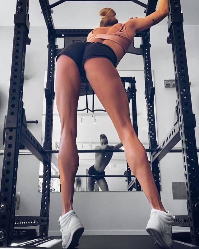 Swedish Girl With Really Long Legs (26 pics)