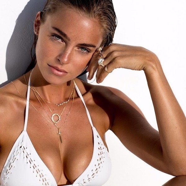 Girls In Necklaces (42 pics)
