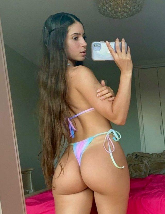Selfie Girls (39 pics)