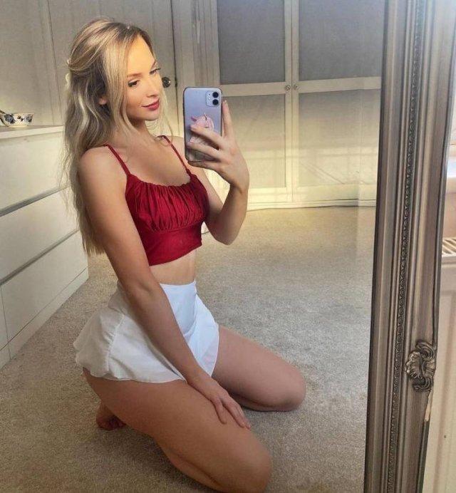 Selfie Girls (47 pics)