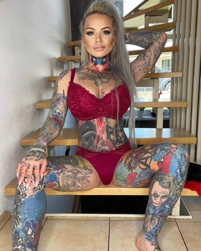 33-Year-Old Mom Covered Her Body In Tattoos Of Her Son's Favorite Heroes (16 pics)