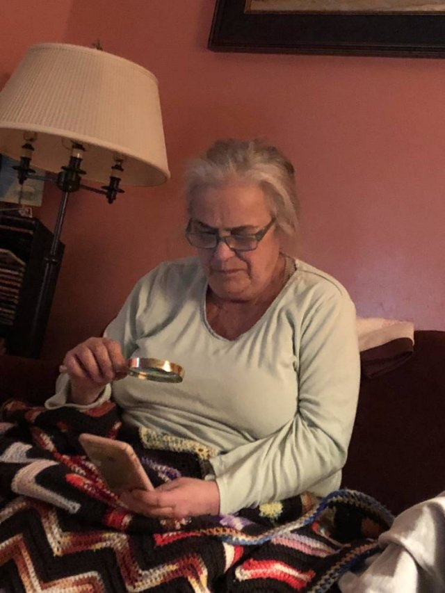 Moms Vs. Gadgets (17 pics)