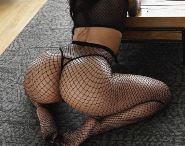 Girls In Lace And Fishnet (44 pics)