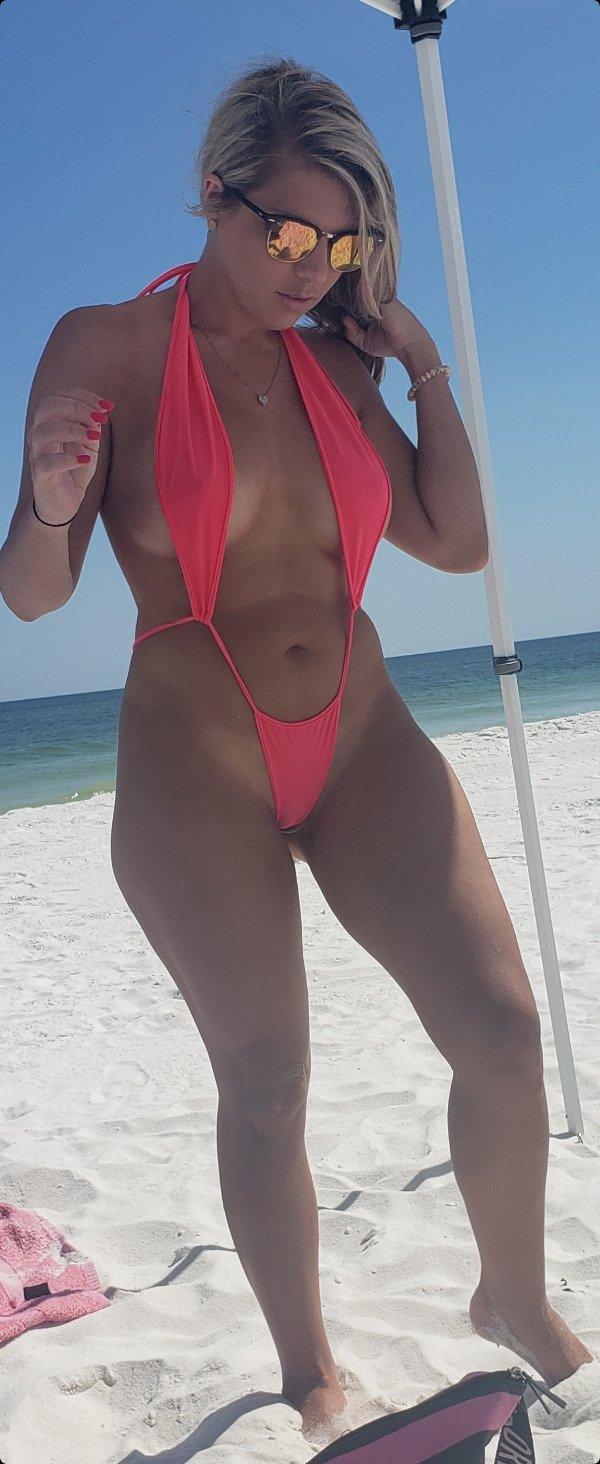 Bikini Girls (73 pics)