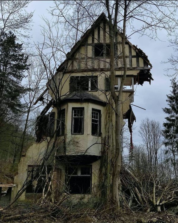 Beautiful Abandoned Places (26 pics)