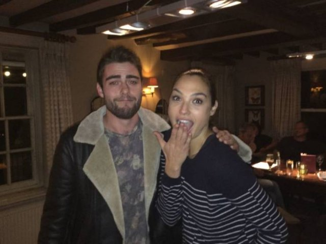 Celebrities Who Like Taking Photos With Their Fans (19 pics)