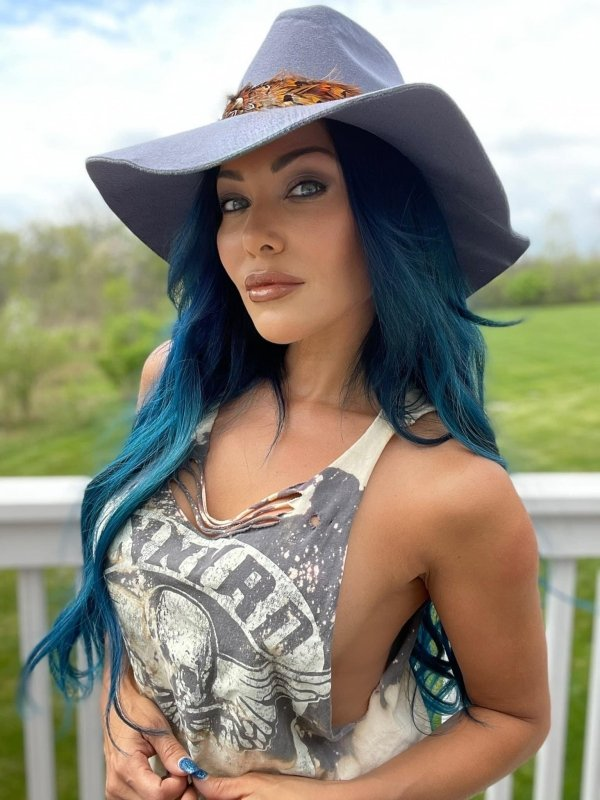 Girls With Dyed Hair (31 pics)