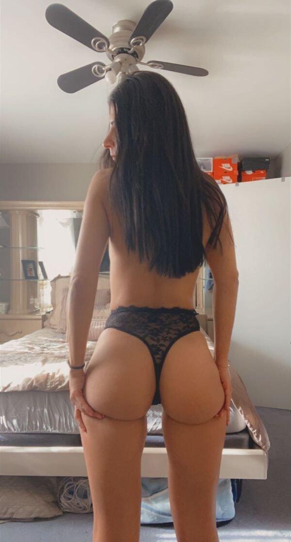 Rear View (35 pics)