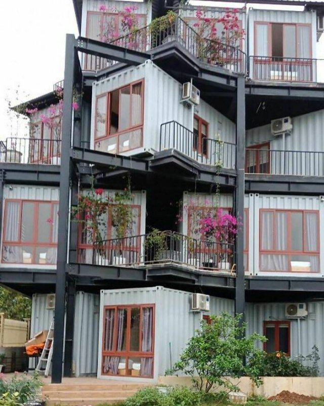 Recycled Shipping Containers Were Turned Into Houses (30 pics)