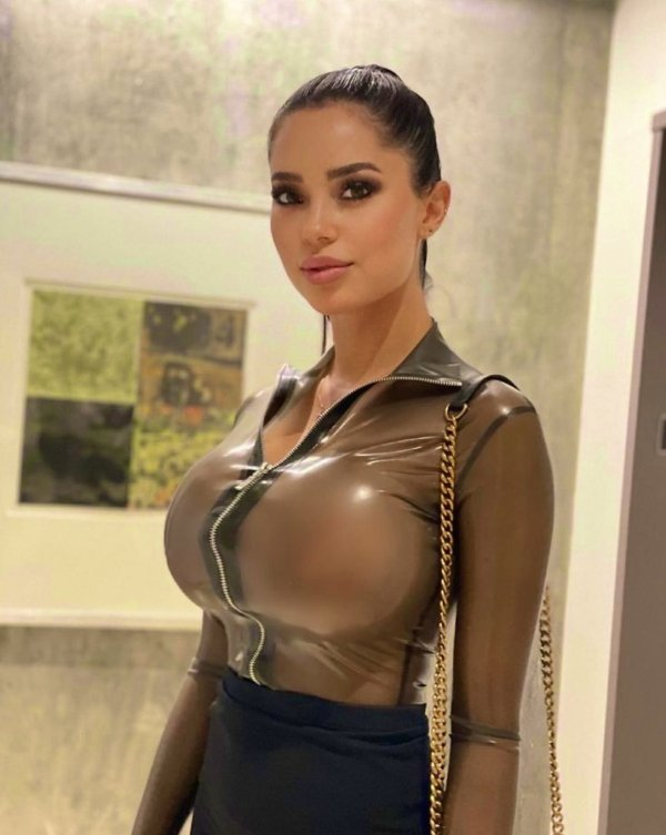 Girls In Latex And Leather (34 pics)