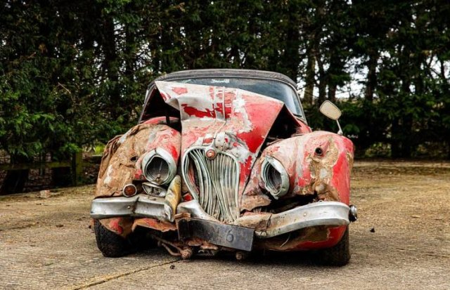 Try To Guess The Price For These Vintage 'Jaguar' Remains (14 pics)