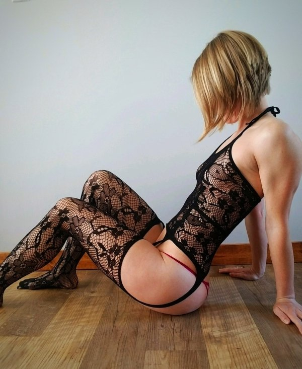 Girls In Lace And Fishnet (46 pics)