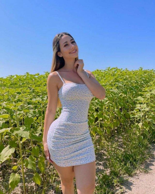 Girls In Sundresses (52 pics)